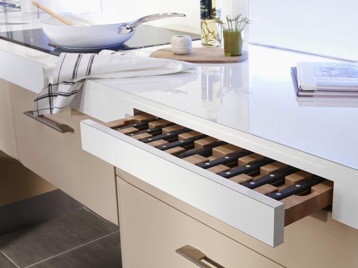 Pour équiper votre cuisine moderne, offrez-vous un plan de travail Blanc brillant stratifié 38 ou 60 mm. Ce plan hydrofuge est fourni avec 2 chants.