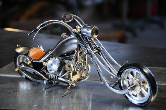 moto miniature d'art  en métaux recyclés par PetitBuissonMoto