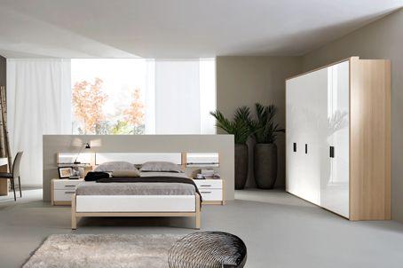 Спокойные и расслабляющие оттенки коллекции спален ESTE придутся по душе ценителям безмятежного отдыха. Плавные изгибы, обрамленные титановымимолдингами, подчеркивают благородство и эстетичность отделки. Встроенные светильники излучают мягкий свет и создают атмосферу нежности и романтики.