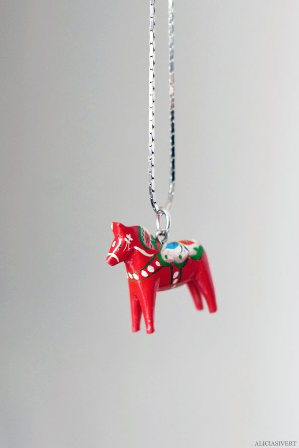 Dala horse necklace, remake by Alicia Sivertsson, 2015. Inspired by Nordiska Museet.