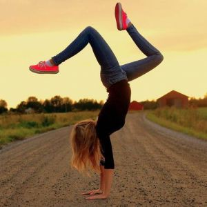How to condition yourself to a handstand - exercises to build your strength