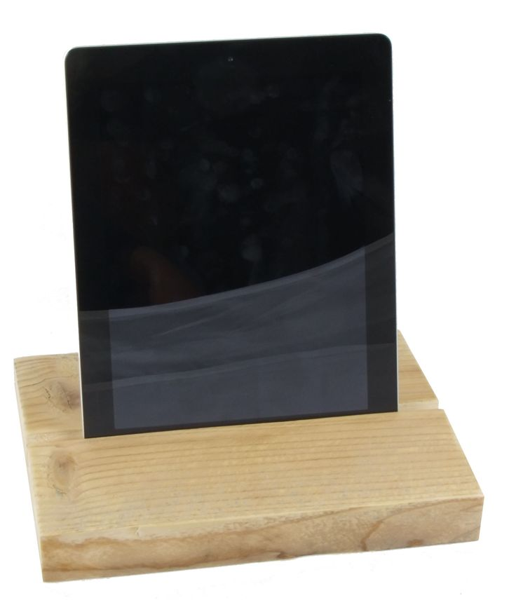 handgemaakte #ipad #stand van #steigerhout. Liever andere afmetingen of een ander ontwerp? Wij maken het voor je op maat.