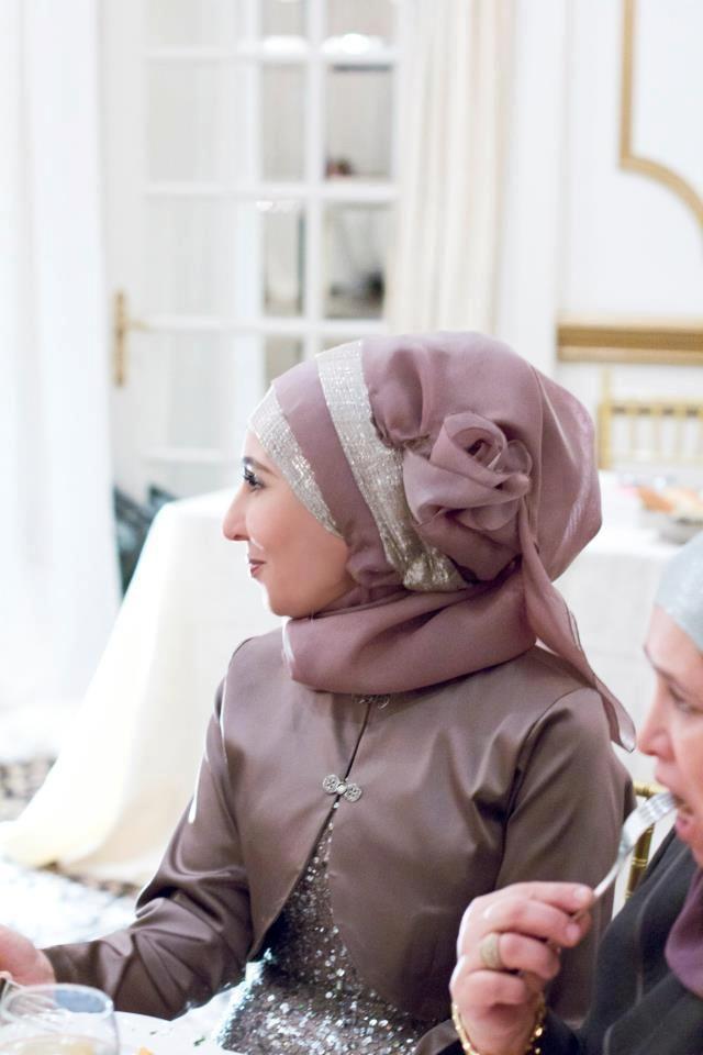 Fancy mother of the bride tulip hijab style.  Instagram: hijabsbyhanan