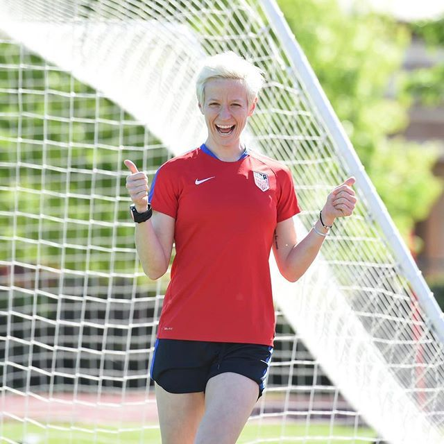 Back together & 78 degrees outside? Megan Rapinoe with the perfect #FridayFeeling