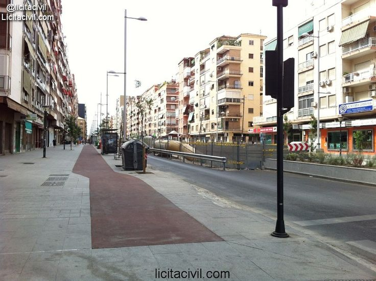 Camino de Ronda, acerado y carril bici.