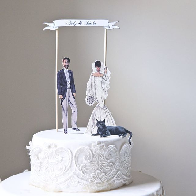 Done with a custom #wedding #caketopper order! Hope the lovely couple and they kitten will  love the results as much as I do! What do you think? #vintagewedding #weddingcake #caketopper #weddingcaketopper #weddingdiy #diy #vuelavuela #custommade #customized #mariagequebec #mariagemontreal #brideandgroom #bride #groom #brideandgroomtobe