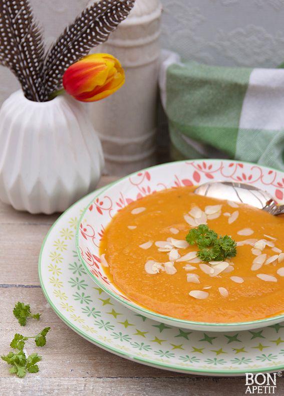 Zalige zoete aardappelsoep met geschaafde amandelen! - bonapetit foodblog