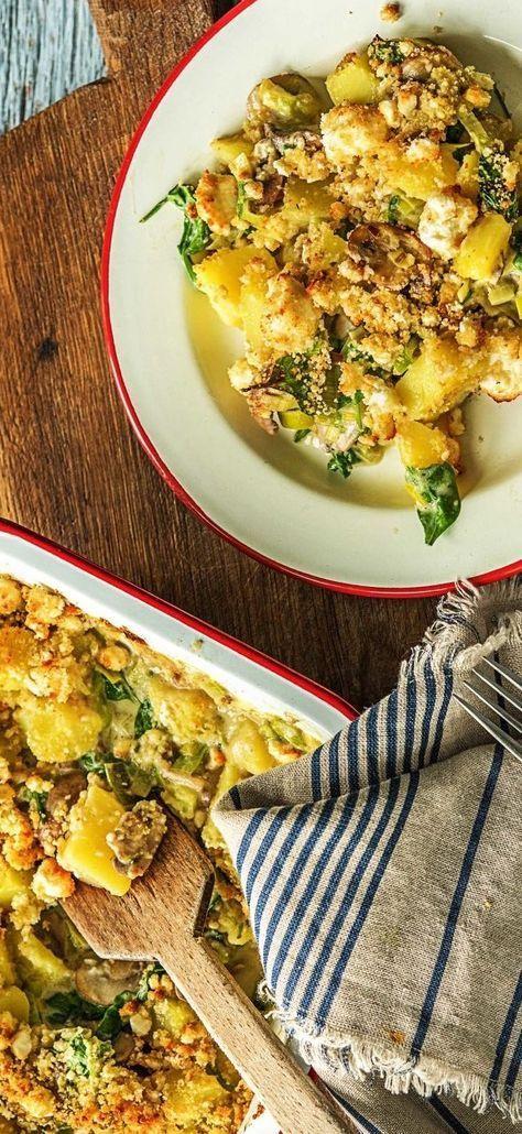 Gemüse-Hirtenkäse-Auflauf mit Porree, Babyspinat und braunen Champignons