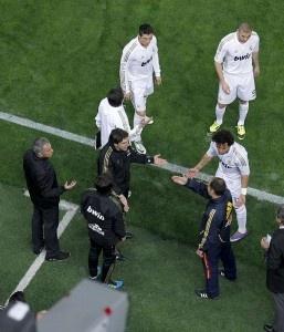 Mais um jogo, mais uma escorregadela. Real Madrid volta a empatar a um golo, desta vez em casa do Villarreal. Foi um jogo bastante feio e aguerrido, onde o principal interveniente acabou por ser o árbitro Paradas Romero, provando que a arbitragem pode ser má em qualquer país e em qualquer jogo.