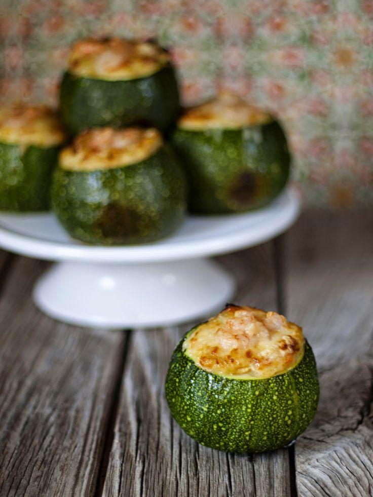 Bocados dulces y salados: Calabacines rellenos de cabracho y gambas.
