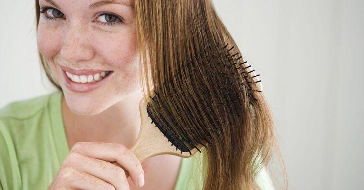 ¿Cómo crear un copete con mi pelo?. Un copete es un peinado en el que se recoge el pelo en una gran protuberancia que se encuentra directamente en la parte frontal y central del cabello. Aunque este estilo de peinado es usado con frecuencia por los hombres, las mujeres lo han adoptado para el uso diario. El copete o pelo inflado, funciona bien con el pelo largo y corto y se puede ...