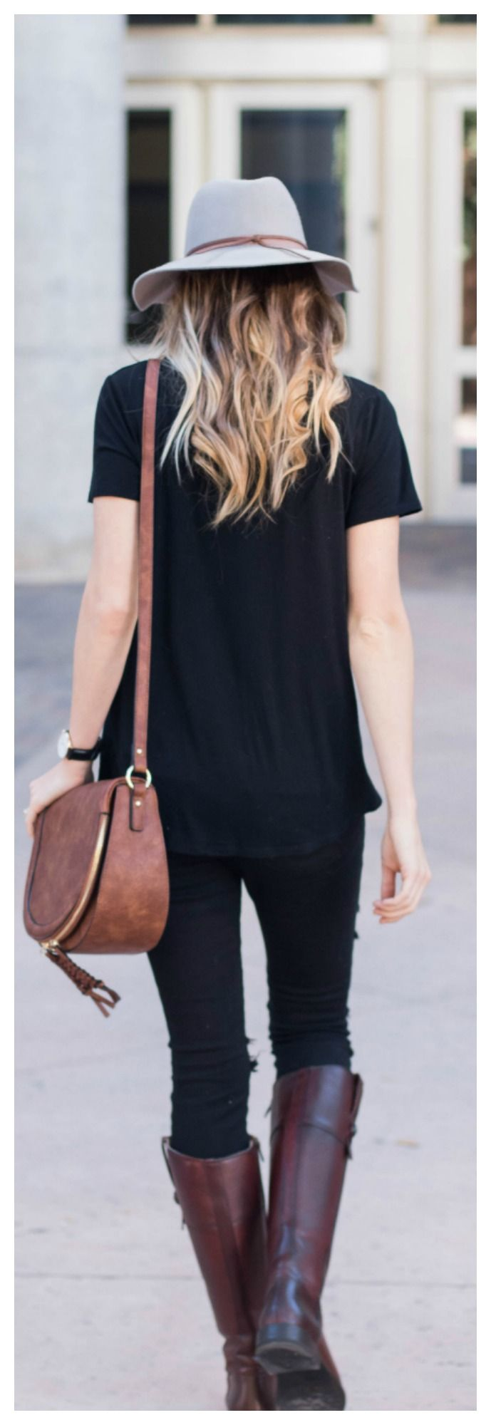 The perfect Fall outfit // Fedora Hat & Riding Boots // Distressed Denim and a Comfy Tee