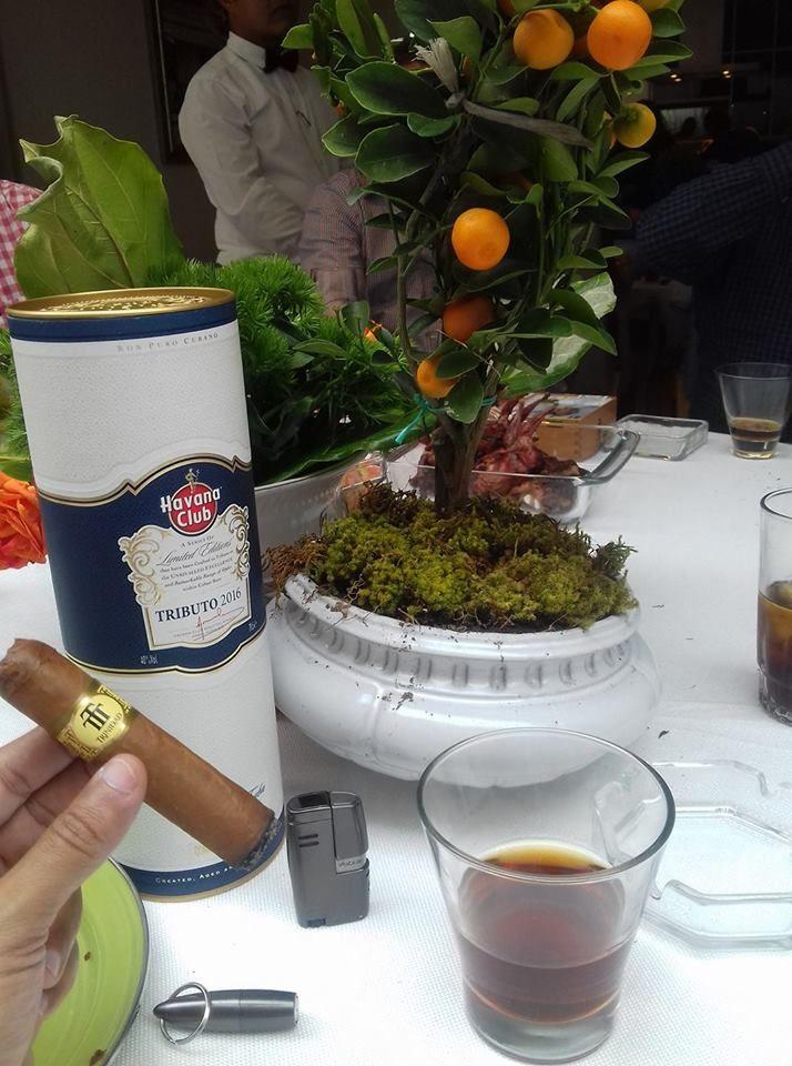 El maridaje de hoy es formado por el ron Havana Club con un puro Trinidad Vigía donde el humo abundante y espeso se combina con el espirituoso añejamiento del ron. Disponibles para ti en La Vega Cigars & Rum Sayulita #LaVegaMX #pairing #rum #Maridaje #cigars #lifestyle #drinks