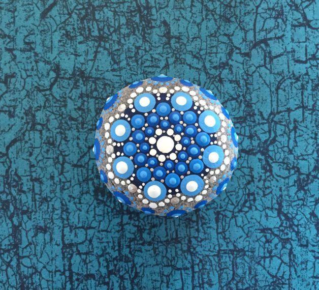 Acrylmalerei - Mandala-Stein Meeresblume - ein Designerstück von Shivajyoti bei DaWanda