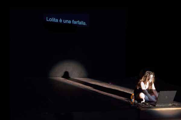 """"""" #Lolita """" di #Babilonia Teatri. In foto: Olga Bercini. Foto di Marco Caselli Nirmal. #Teatro delle Passioni, #Modena, dal 5 al 7 dicembre 2013"""