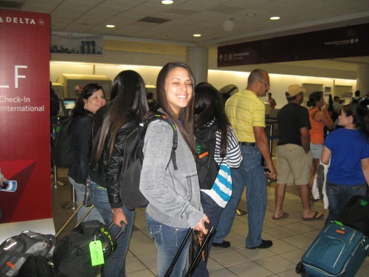 Mi hija mayor saliendo de viaje para la Nassa con su compañeros del colegio