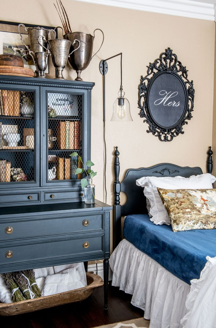 That book shelf!!   Fall French style guest bedroom with twin beds