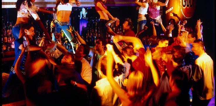 Bars in Las Vegas – Coyote Ugly. Hg2Lasvegas.com.