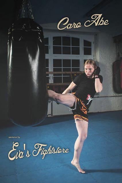 #evasfightstore #evashirt #caro #boxsack #kick #thaiboxerin #thaiboxhose #frauenkampfsport #boxen #bandagen