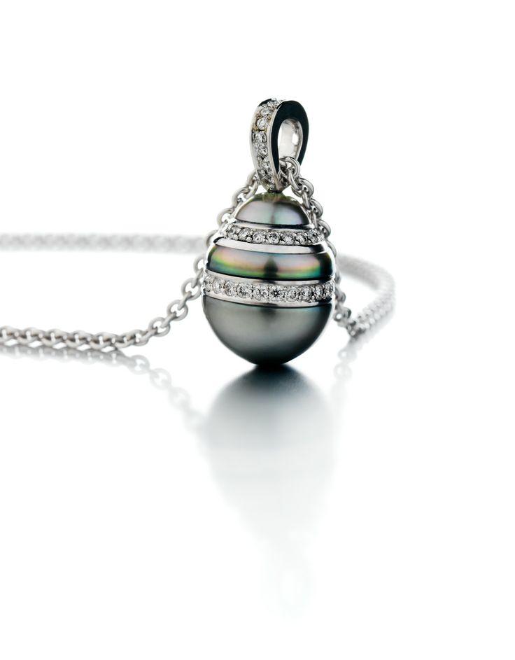 Kultaseppämestari Tarkkanen Oy, tahitinhelmi timantti riipus, #valkokulta #timantti #gold #whitegold #diamonds #pearl