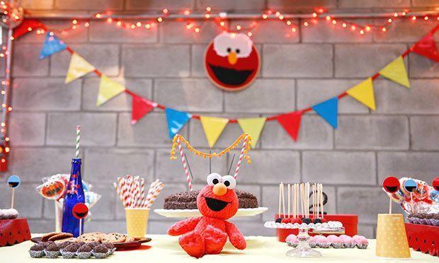 Festa infantil com o tema Vila Sésamo. Confira os detalhes dessa festinha cheia de nostalgia! #Elmo #decoração