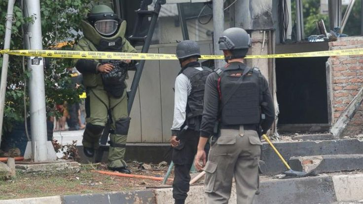 Shooters assault Pakistan university, eliminates 20 students and teacher - http://www.longislandguide.com/gunmen-attack-pakistan-university-kills-20-students-and-professor/ 4th Estate Personnel Charsadda, Pakistan (4E) - Shooters stormed a university in northwestern Pakistan and shot dead 19 students and a teacher on Wednesday. Another 20 students at the Bacha Khan University in Khyber Pakhtunkhwa's Charsadda district were injured in the shooting, according to http://www.long