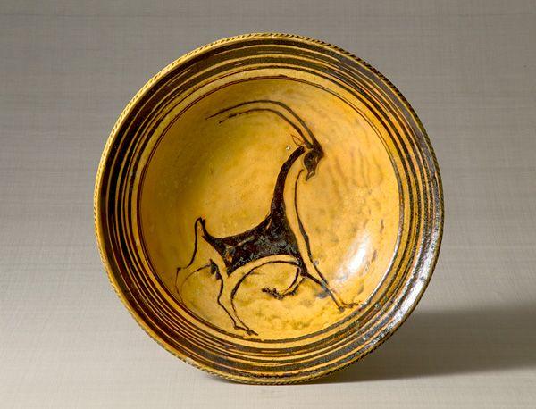 ガレナ釉筒描山羊文皿〈がれなゆうつつがきやぎもんさら〉<br> バーナード・リーチ セント・アイヴス イギリス 1952年<br> 11.0 x 44.0 cm No.3968