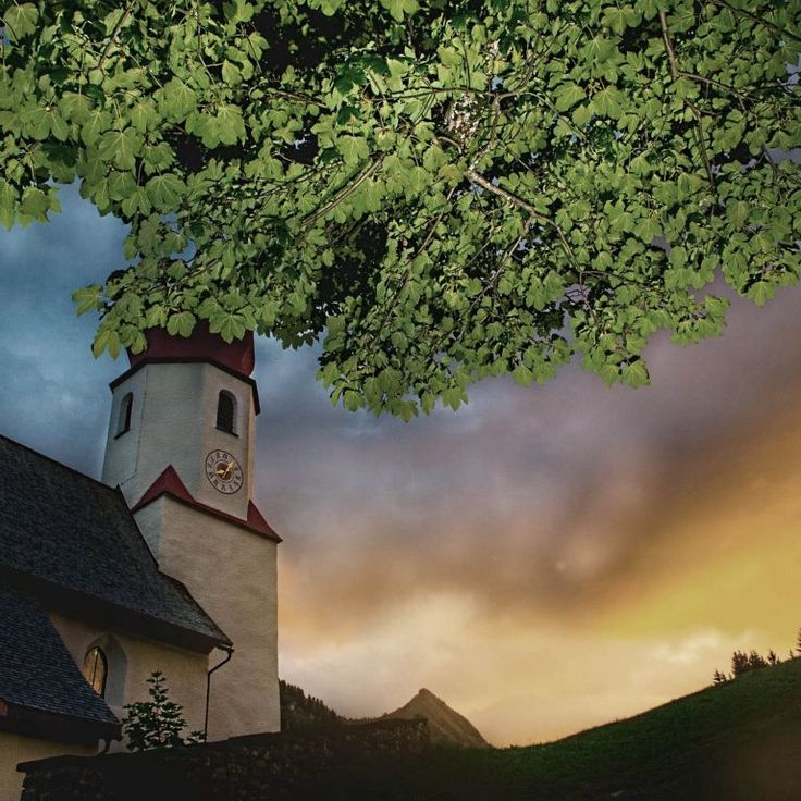 Das 4 Sterne Hotel liegt direkt an der Piste im schneesicheren Damüls und dem Skigebiet Damüls-Mellau-Faschina. Das Hotel zwischen Bregenzerwald und Großem Walsertal in Vorarlberg empfängt Sie mit großem Wellnessbereich, ausgezeichneter Küche und herzlichem Service. Fühlen Sie sich wie zu Hause!