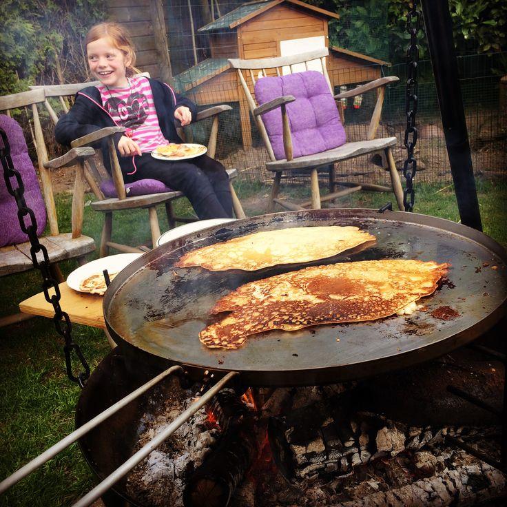 Baking pancakes with the kids #espegard