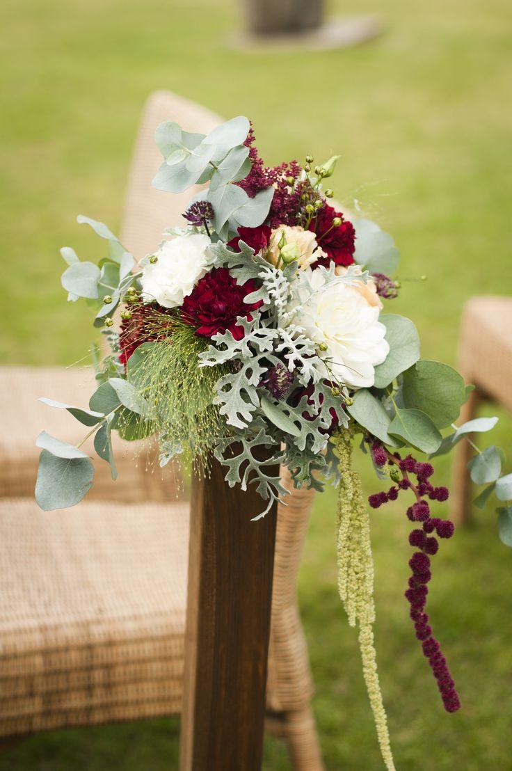 INNA Studio_ flowers on a chair / dekoracja krzeseł na ślubie w plenerze / fot. Blackgalaxy Photography