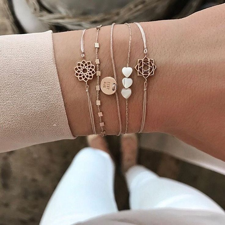 Mother's Day is just around the corner❤️ Follow link in bio✨ #new1moment #bestmumbracelet
