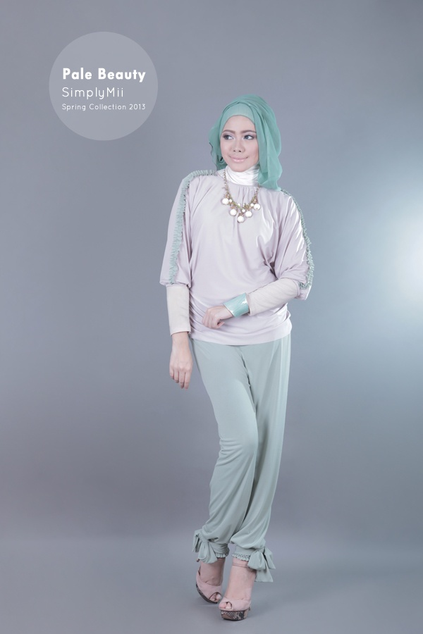 #SimplyMii #Sofie Circle loose top - Pale dusty purple with dusty green frill - IDR 195.000  Sofie Babybow Hareem - Dusty Green - IDR 215.000