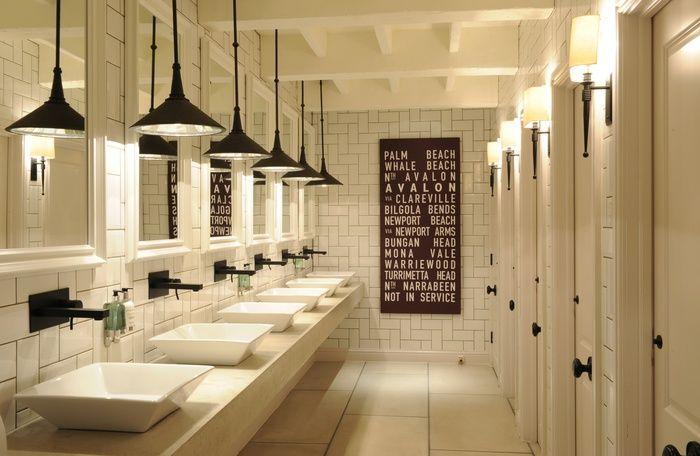 bathroom | Iluminacion en baños, Letreros para baños ...