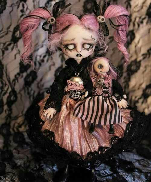 Doll with a cyclops doll