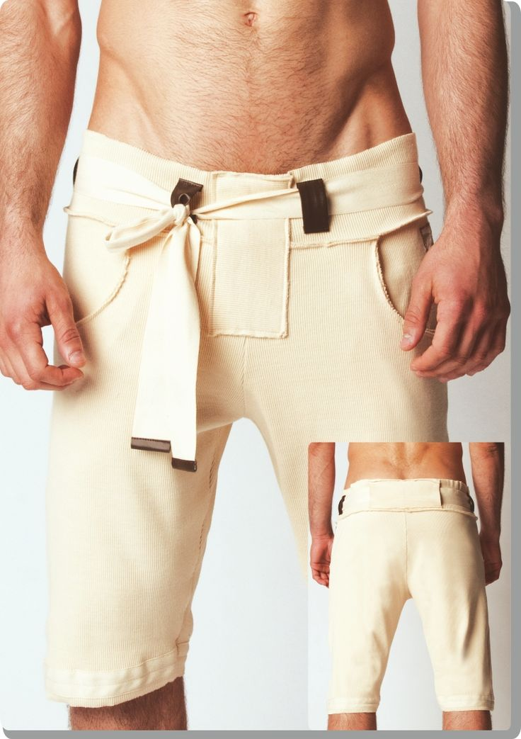 'natural inspired bermuda' from Modus Vivendi. Cotton, leather look endings, belt. Crossover of bohemian and modern. Like!