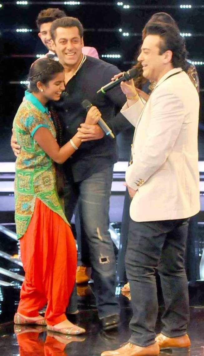 Salman Khan having a blast on Indian Idol Junior sets while promoting Bajrangi Bhaijaan - #BajrangiBhaijaan. #Bollywood #Fashion #Style #Handsome