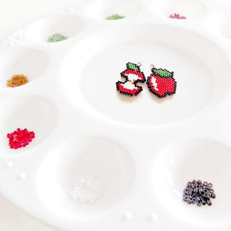 Brick Stitch Apple Patterns #BeadCrumbs More