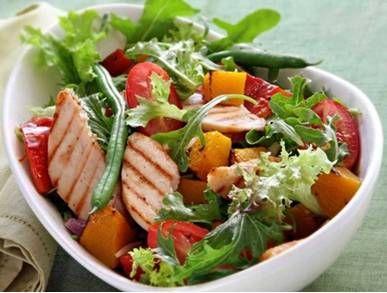 salát z grilovaného kuřecího masa