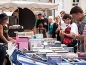 Bücherverkauf auf dem Flohmarkt