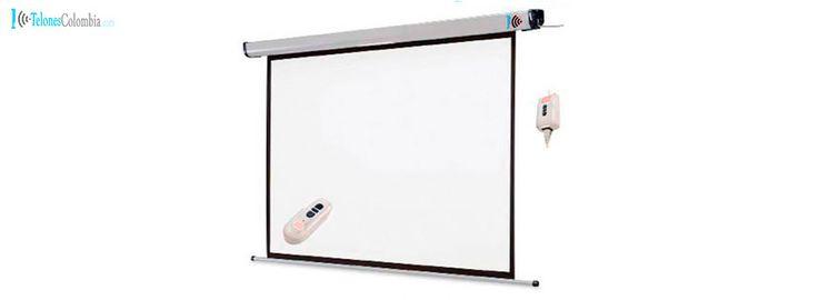 Telón con control remoto de 280x280 cms