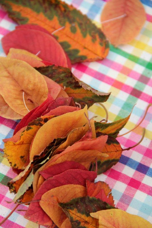 Blättergirlande - einfache Herbstdeko // leaf garland - decoration for autumn