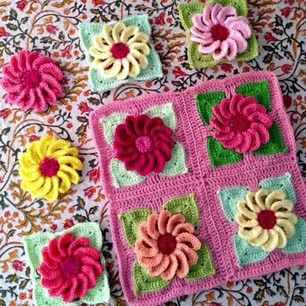 Çiçekli Bebek Battaniyesi Motifi