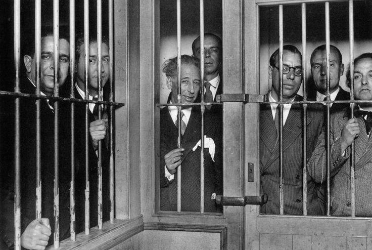Lluís Companys, President de Catalunya, empresonat amb altres mebres del seu govern. Fou afusellat a Barcelona el 15 d'octubre de 1940.