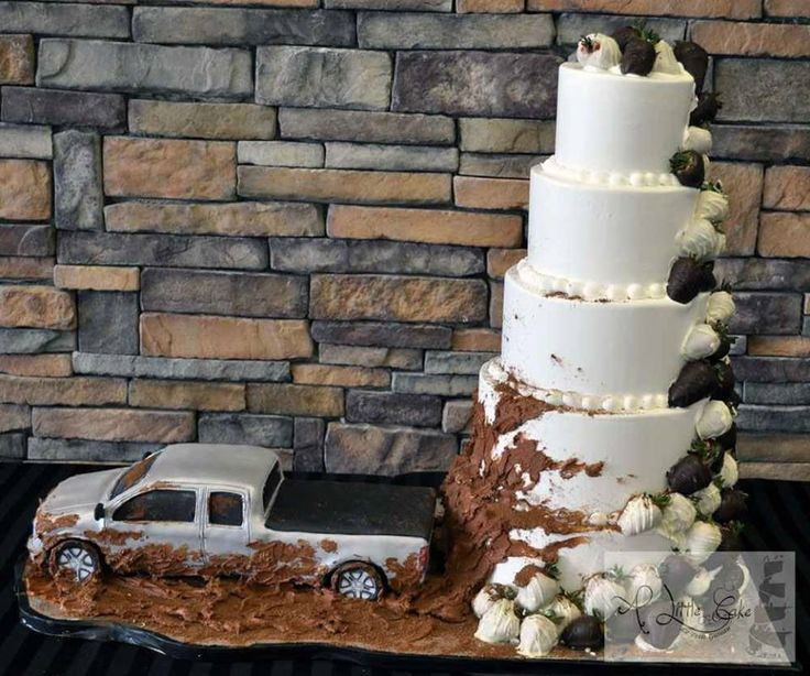 I want this wedding cake!!!!!! When i get married!! Just with my mud truck instead:)