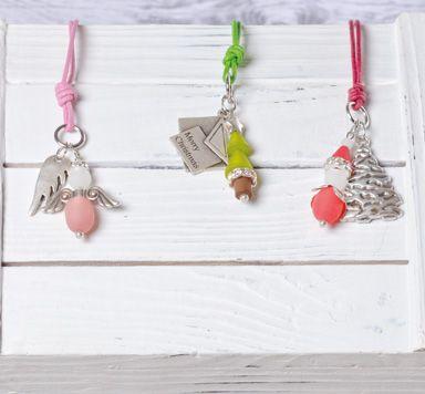 Anleitung für Weihnachtsketten mit Anhängern aus Polarisperlen und Metallperlen: Engel, Tannenbäume, Nikoläuse an einem Lederband