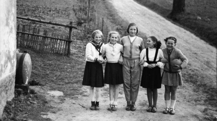 """120 klisz ze zdjęciami sprzed 70 lat odnaleziono podczas porządków. """"Obraz świata, którego już nie ma"""". http://www.tvn24.pl/wroclaw,44/120-klisz-ze-zdjeciami-sprzed-70-lat-odnaleziono-podczas-porzadkow-obraz-swiata-ktorego-juz-nie-ma,494229.html"""