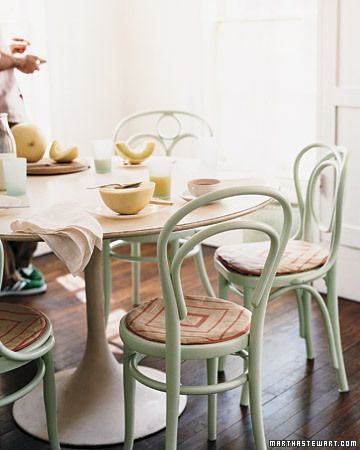 Thonet style chairs + Saarinen style round dining table