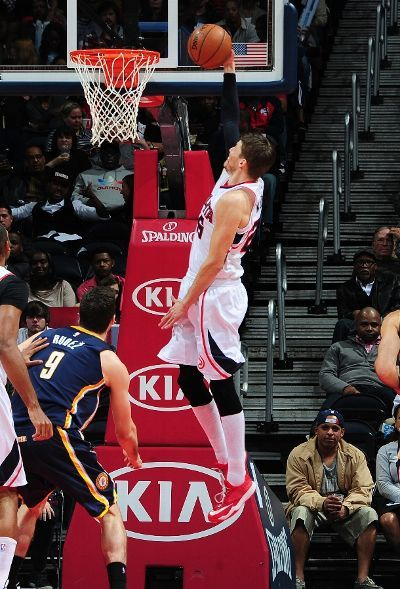 A rare sight: Atlanta Hawks swingman Kyle Korver converts on a fast break dunk in the 2nd quarter of their matchup against the Indiana Pacers.  It was Korver's first dunk since November 16, 2012 (in Sacramento)--a span of 198 games. (January 21, 2015 | Indiana Pacers @ Atlanta Hawks | Philips Arena in Atlanta, Georgia)
