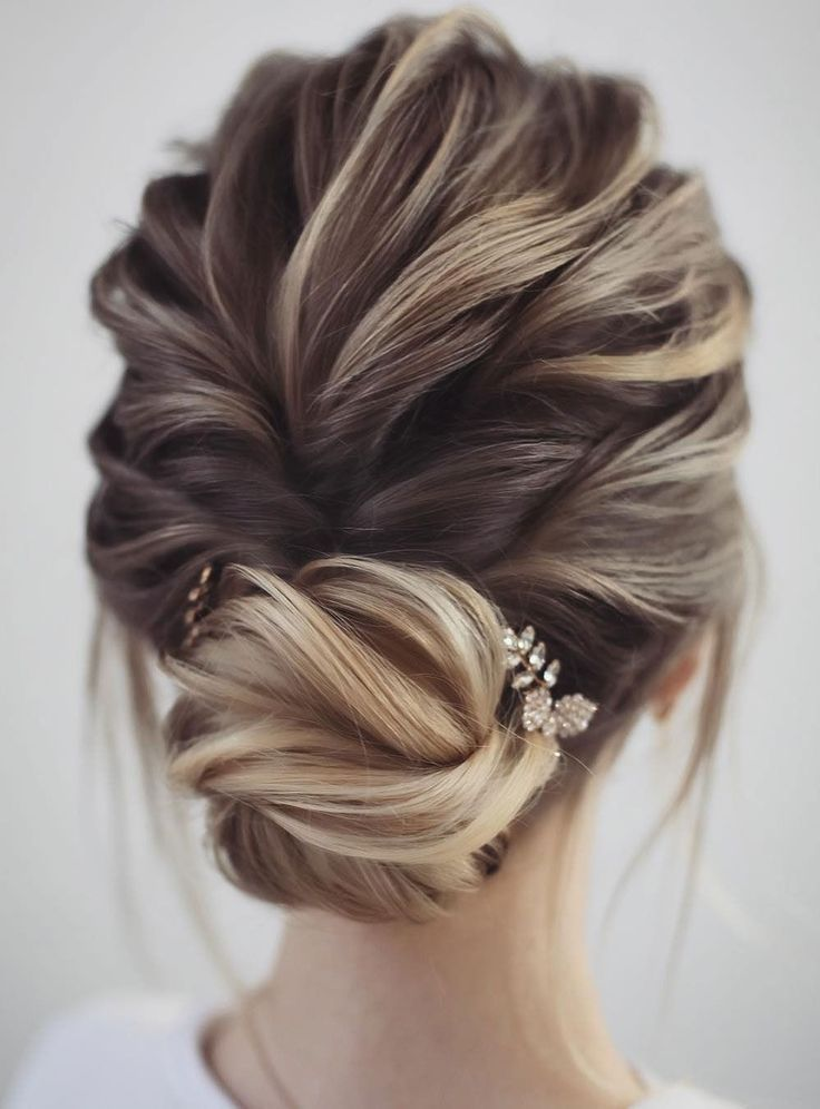 Unique Wedding Updo Hairstyle Messy Updo Bridal Hairstyle Updo Hairstyles Wedd Https T Co 23lvmbcj77 Http Coiffure Nuptiale Belle Coiffure Coiffure Mariee