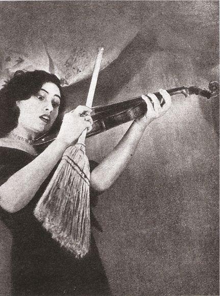 Mora (Buenos Aires) - Relatos modernos, centramientos y descentramientos de género: Los Sueños de Grete Stern en Idilio